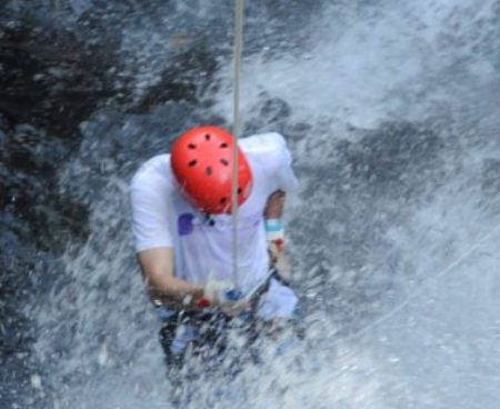 https://jacocanyoning.com/wp-content/uploads/2015/08/Jaco-canyoning-adventure-4-377x377-1-450x368.jpg